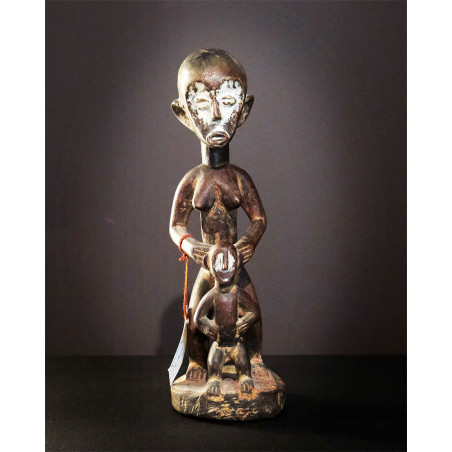 Afrique - Mother and son statue