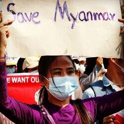 Photo témoignage  #coupdetat #myanmar #birmanie   RetouRDeVoyage soutient les photos-journalistes et vend leur photos. Les revenus seront versés aux photographes   La photo journaliste qui a fait cette série de photos témoigne du rôle important que les femmes de toutes origines, de toutes religions, de tous milieux sociaux, et en particulier les plus jeunes d'entre elles, ont pris dans cette protestation contre le régime militaire - protestation cruellement réprimée depuis.   Nous contacter pour participer à ce soutien
