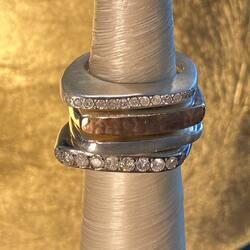 Comment choisir une bague #rosamaria ? Il faut en mettre plusieurs … #rosamariajewellery #luxurylifestyle #createurs  Site retouRDeVoyage